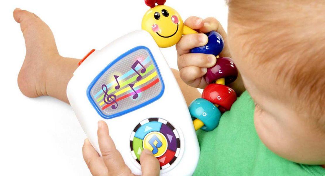 usar juguetes ruidosos