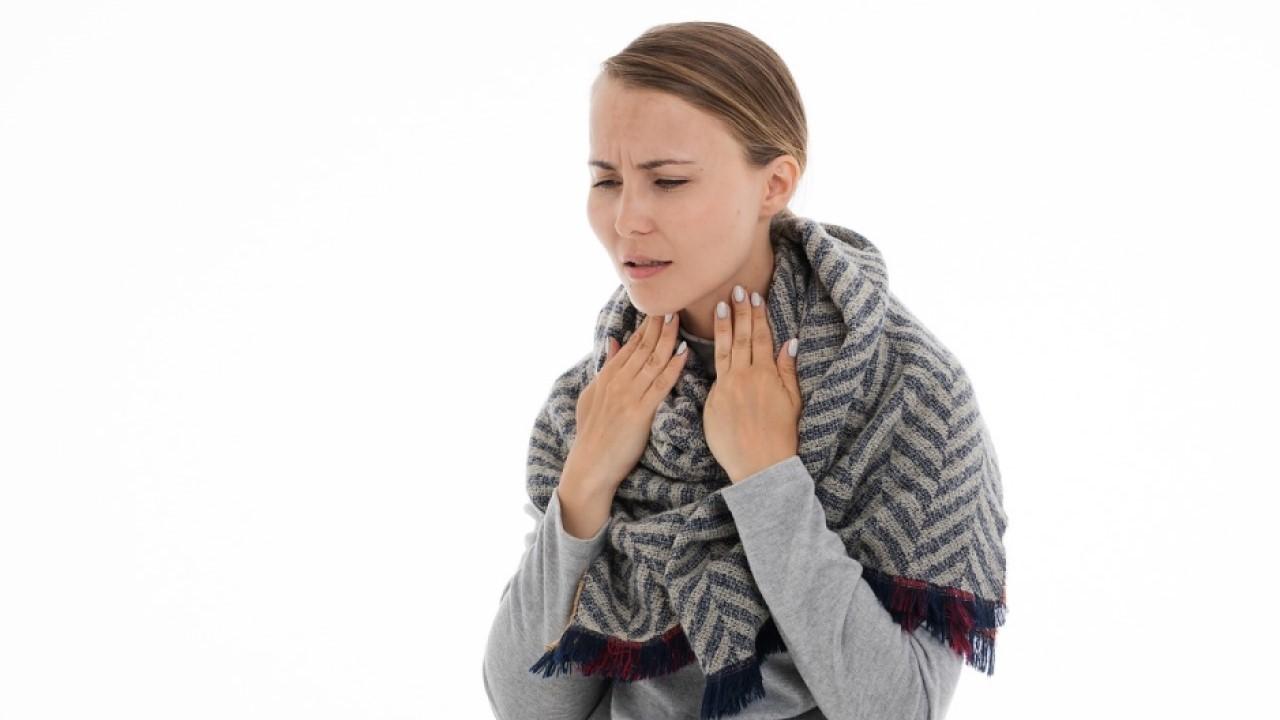 Dolor en un lado de la garganta y oido al tragar